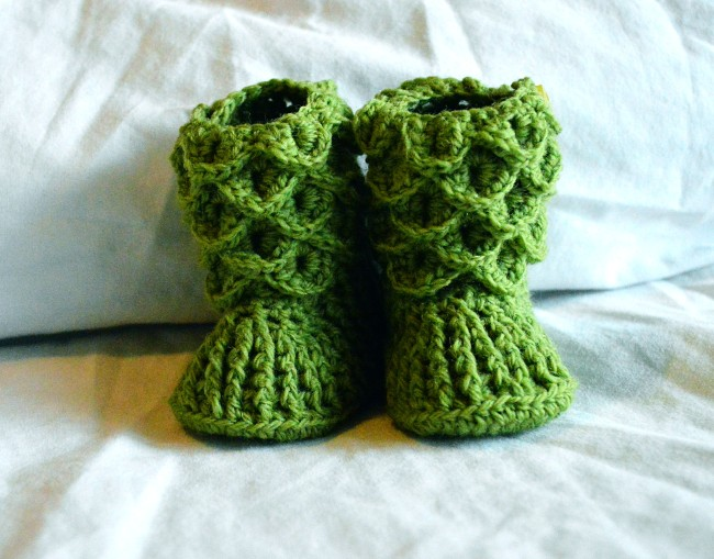 Crochet: More Crocodile Stitch Booties   chelsiebrady