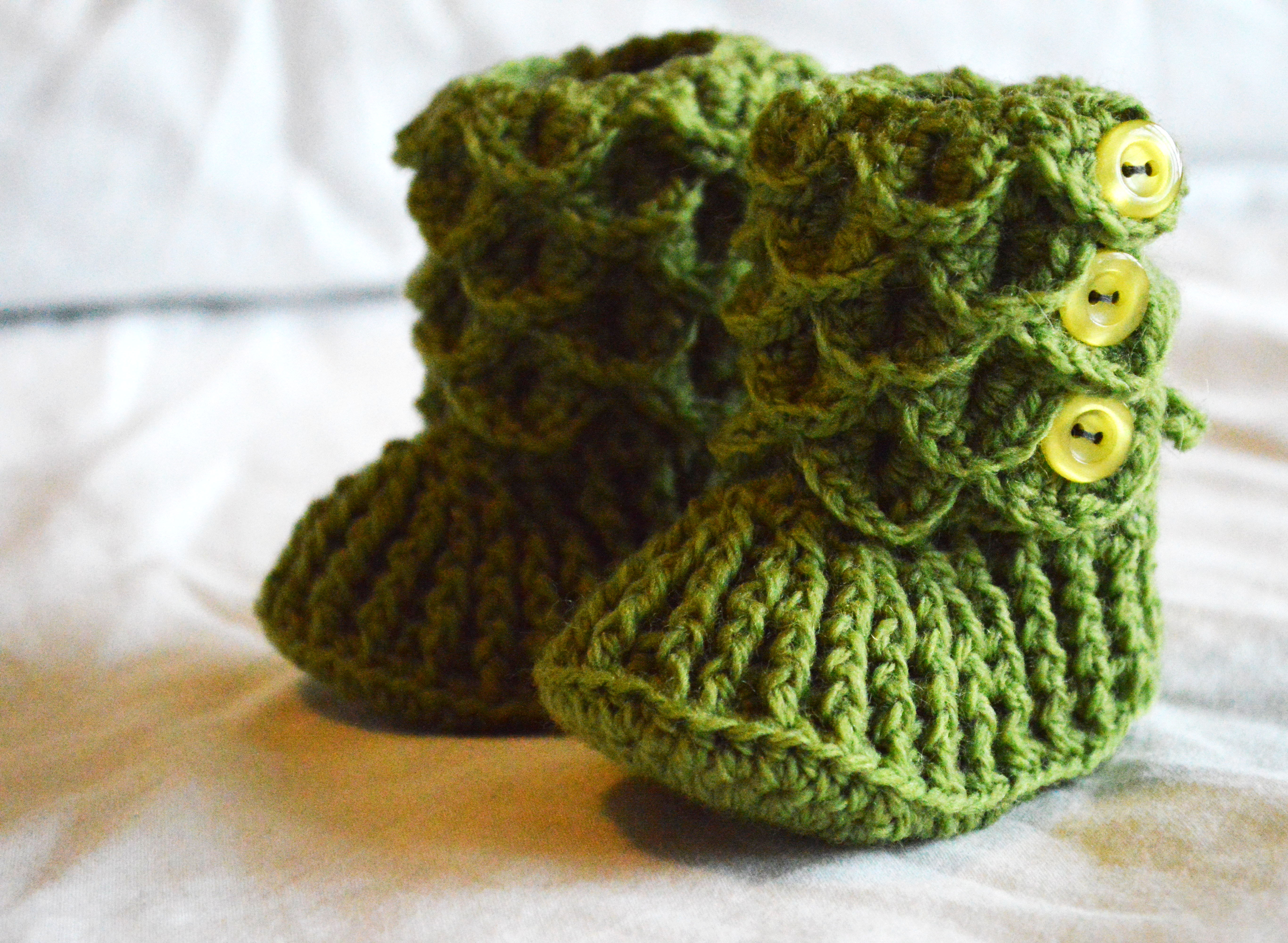Knit Crocodile Stitch In The Round : Crochet: More Crocodile Stitch Booties   chelsiebrady