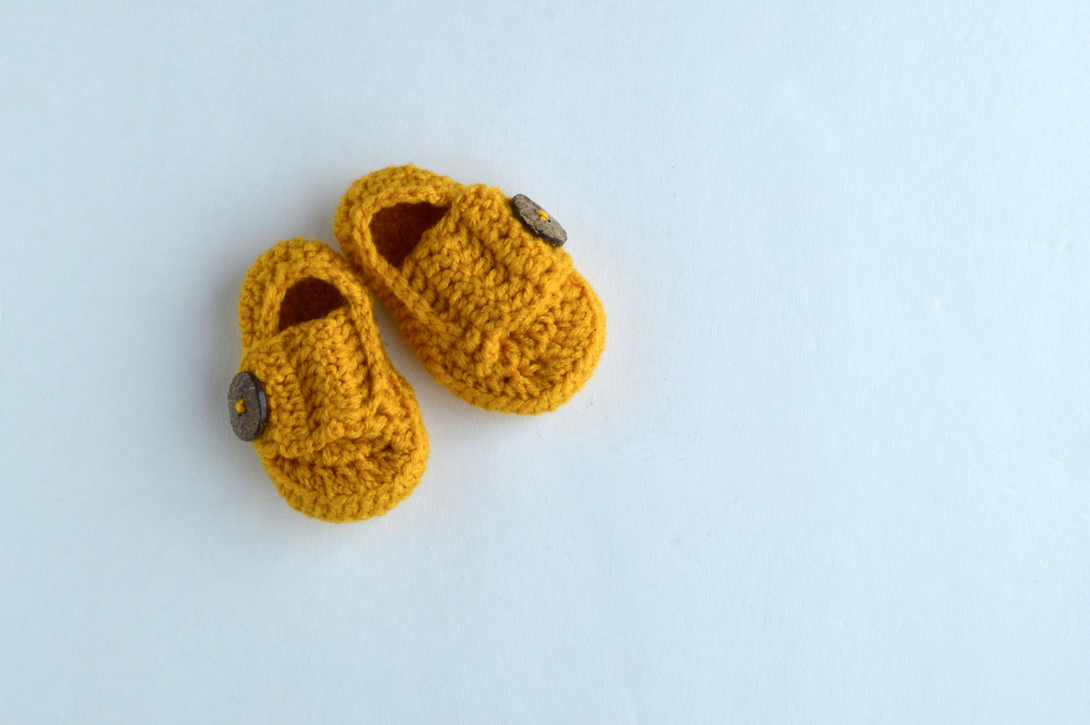 Crochet: Little Man Button Loafers Pattern and Tutorial – chelsiebrady